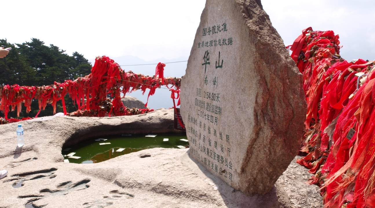monument in Mount Hua