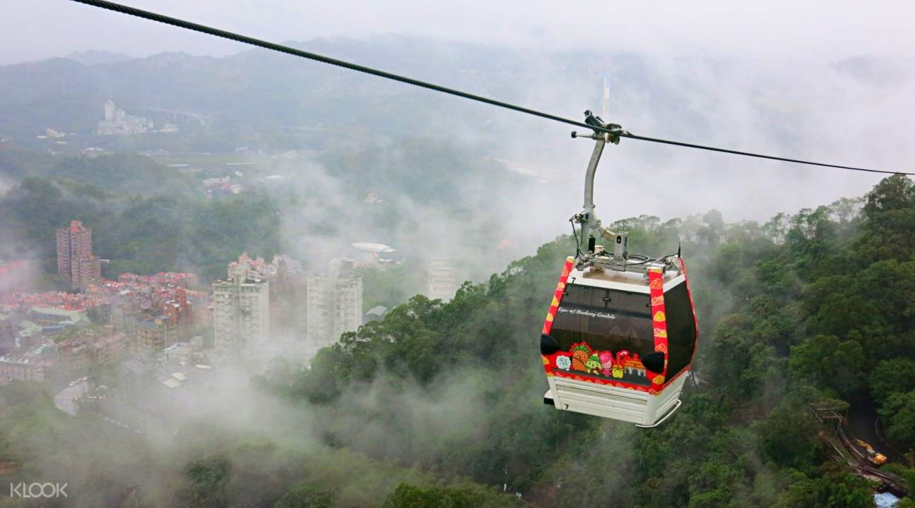 a view of the Maokong Gondola making its way to the Taipei Basin