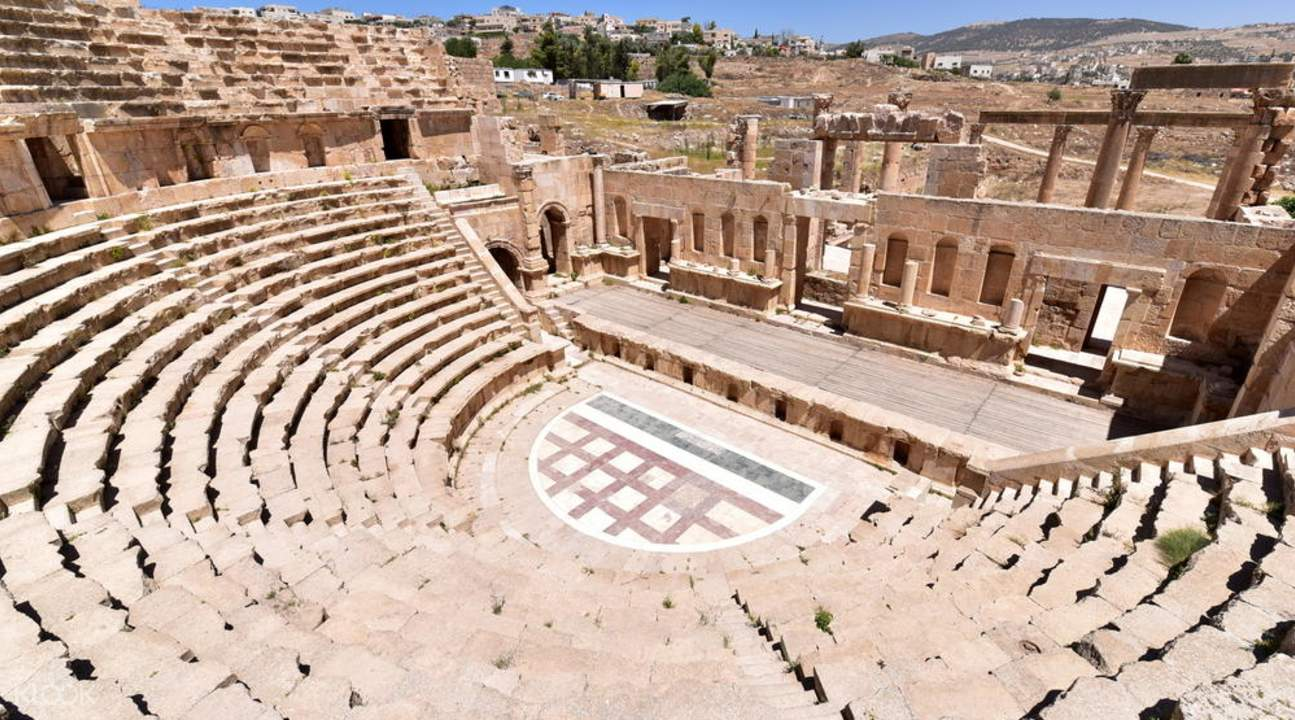 pompeii ruins amphitheater