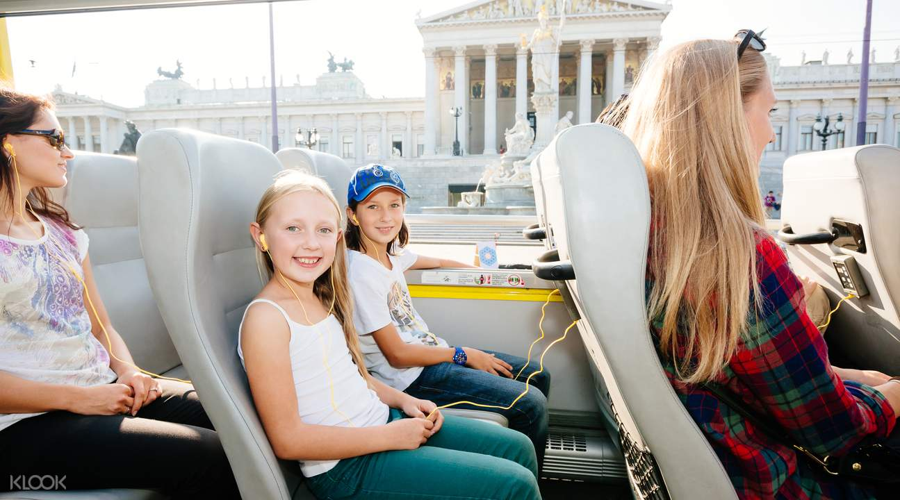 hop on hop off sightseeing bus tour vienna
