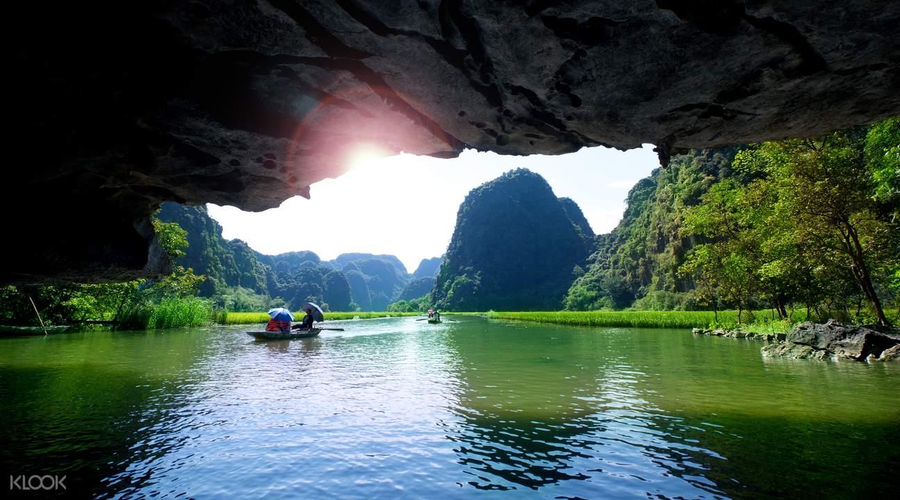 越南峰牙国家公园溶洞探险之旅