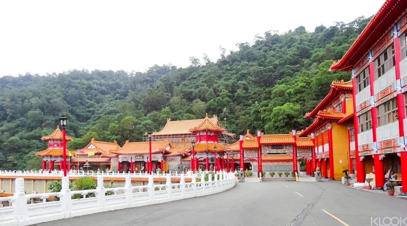全国道教总坛—三清宮,还可以在这里眺望梅花湖美景