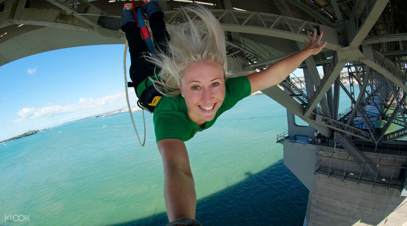 Ocean touch at Auckland Bridge Bungy