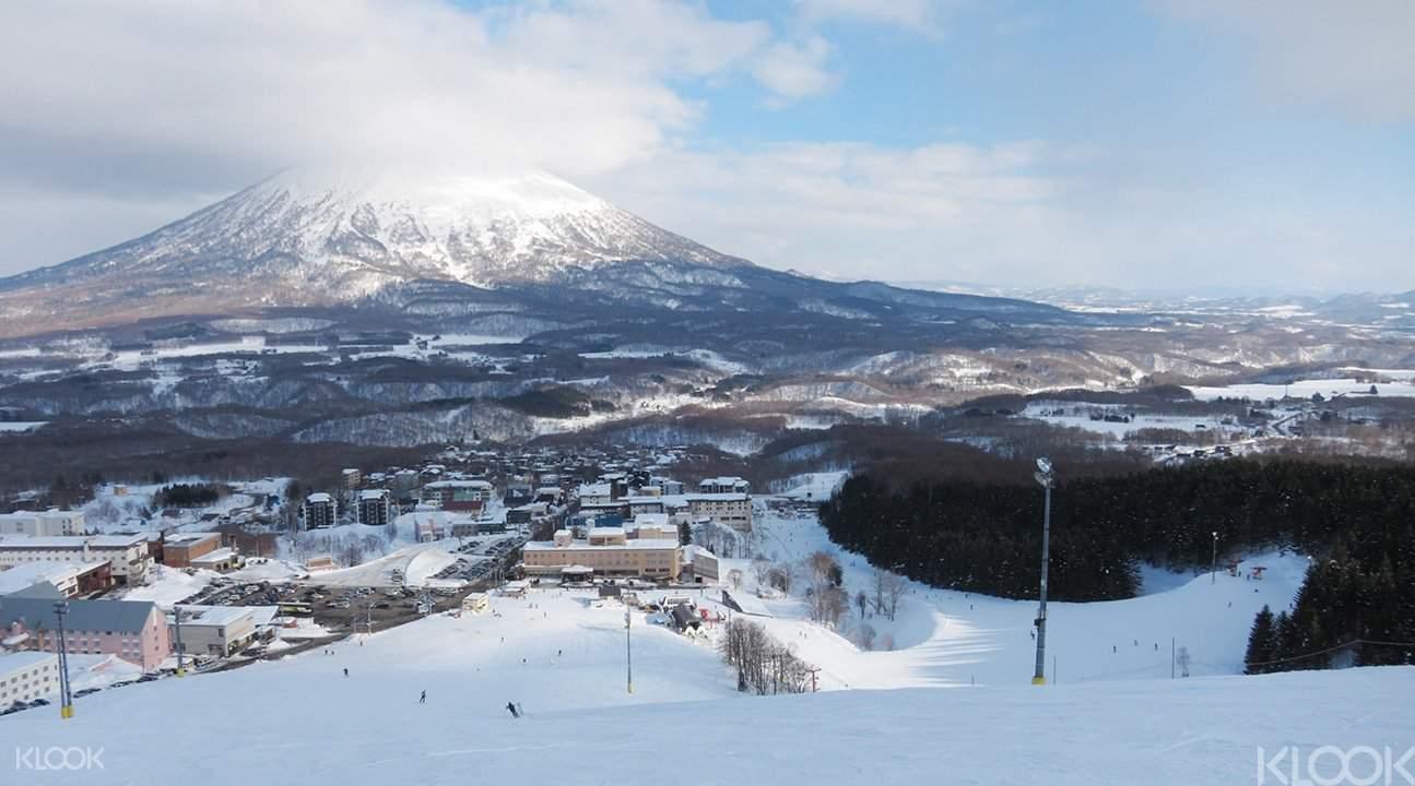 著名的二世谷滑雪場,可看到羊蹄山哦