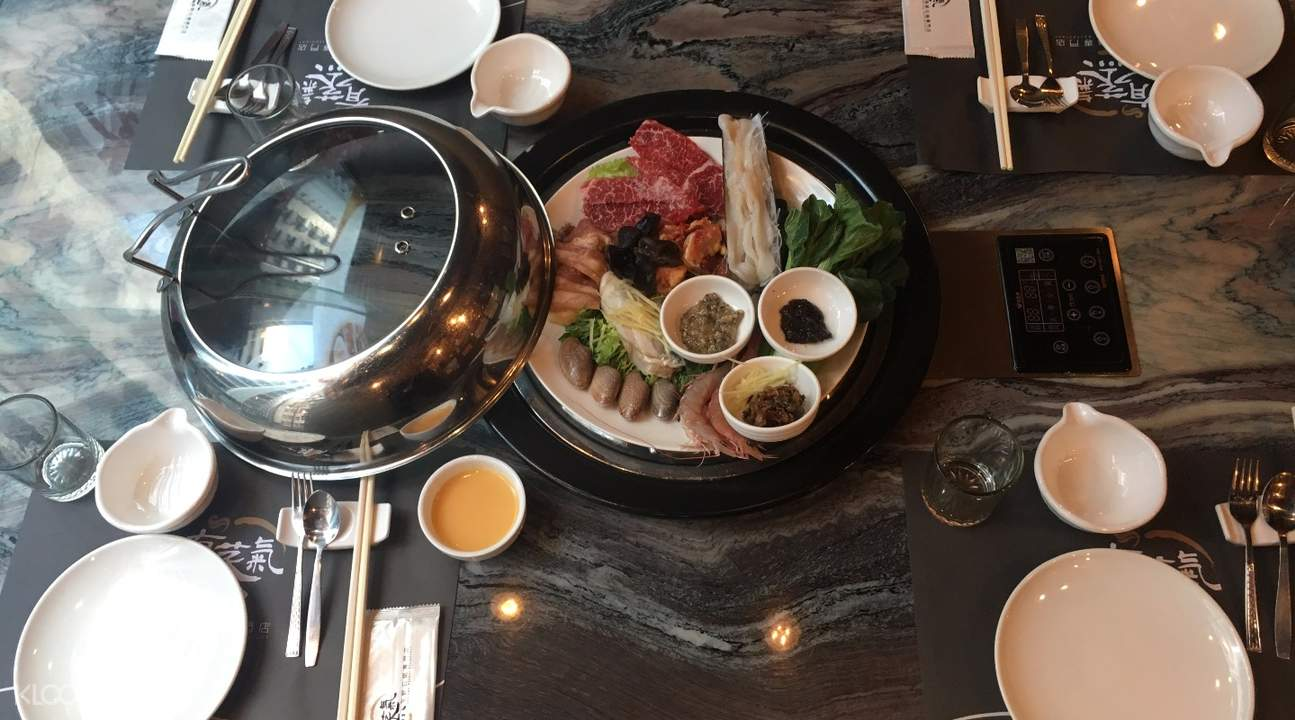 有蒸氣海鮮石鍋菜品