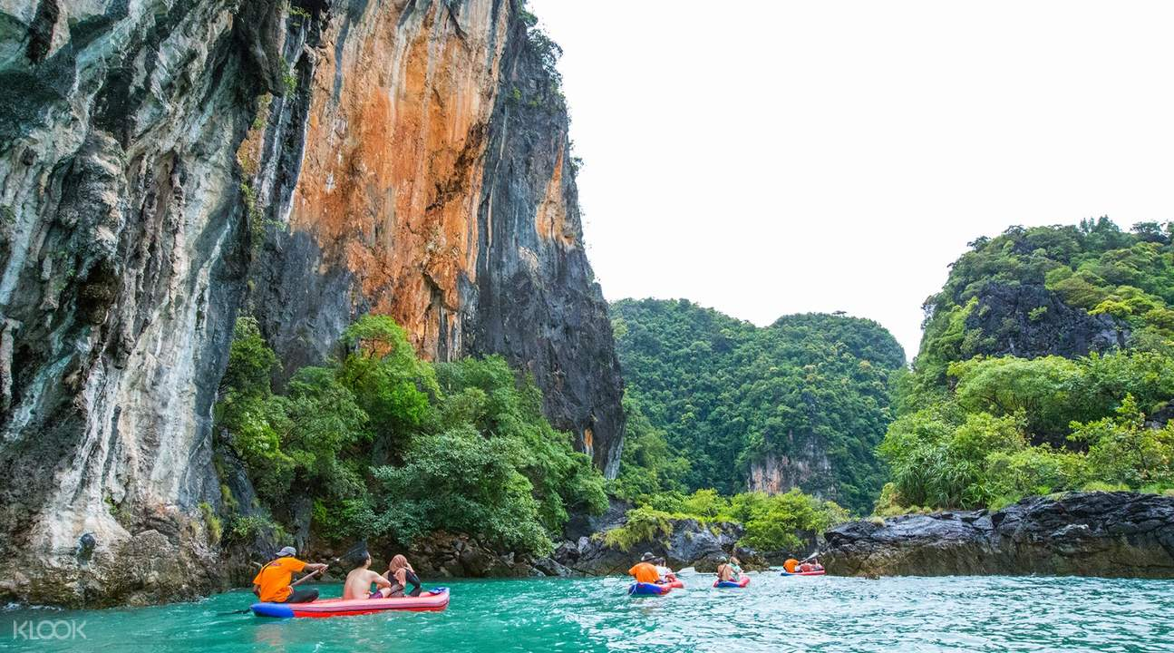 person kayaking along the waters of Hong Island