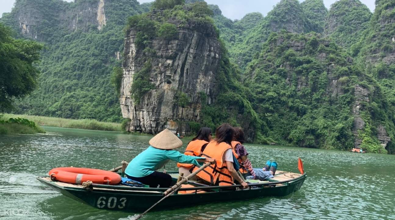 tourists on rowboat in vietnam