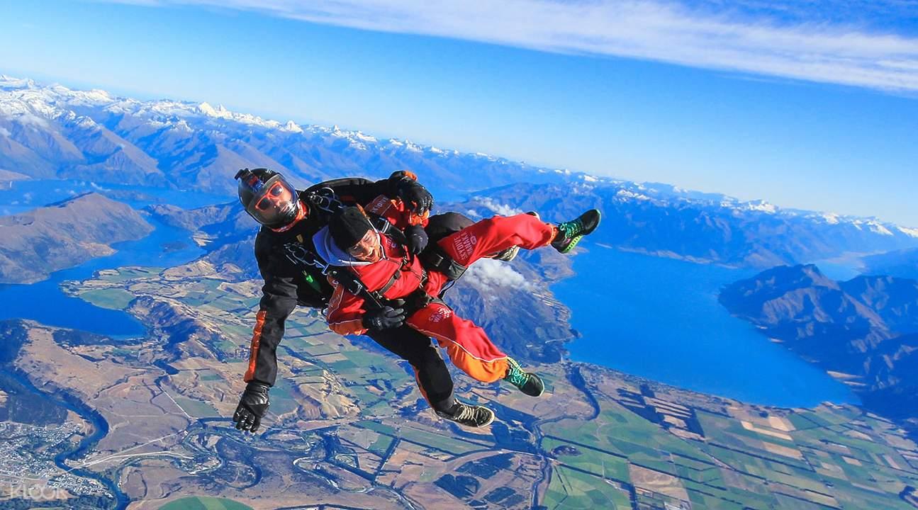 瓦纳卡跳伞体验