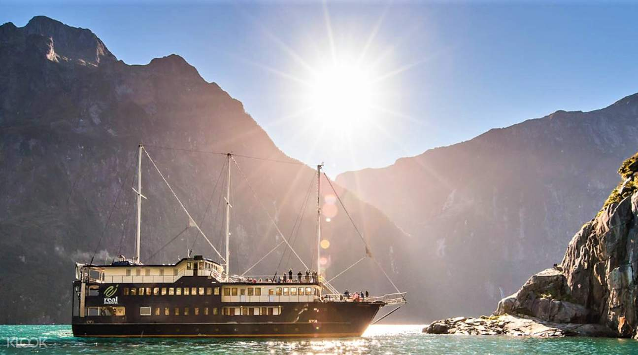 Milford Sound Overnight Cruise