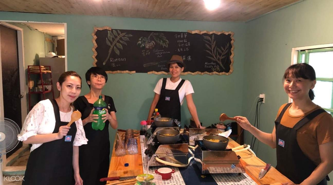 hosts of aboriginal cooking class