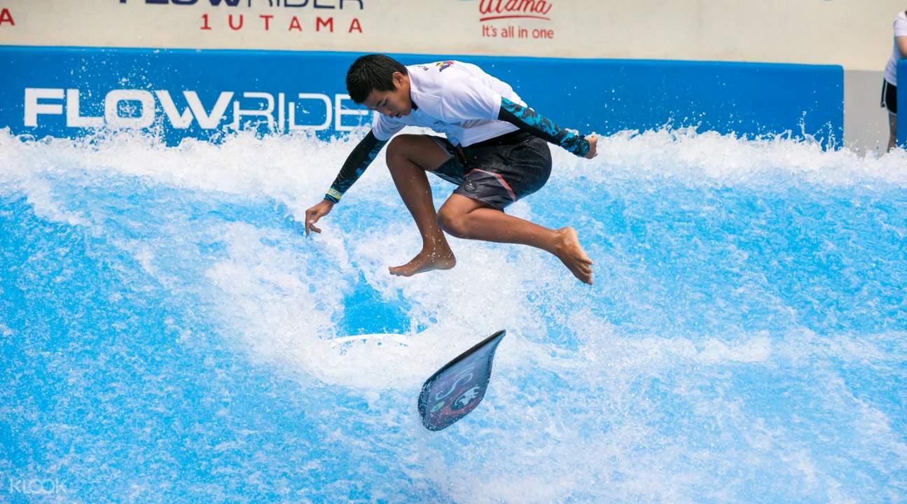flowrider tourist perform a stunt