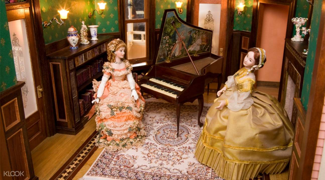 miniatures of European noblewomen inside a room with a piano