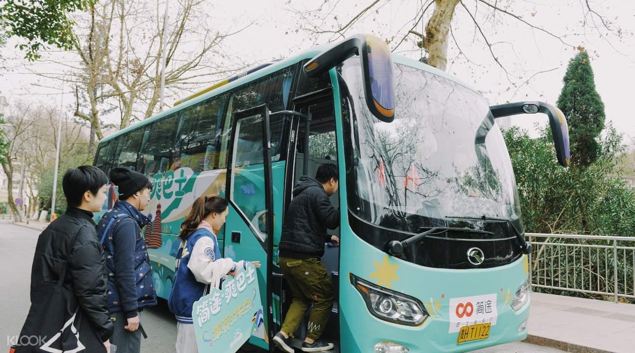 bus transport jinfo mountain