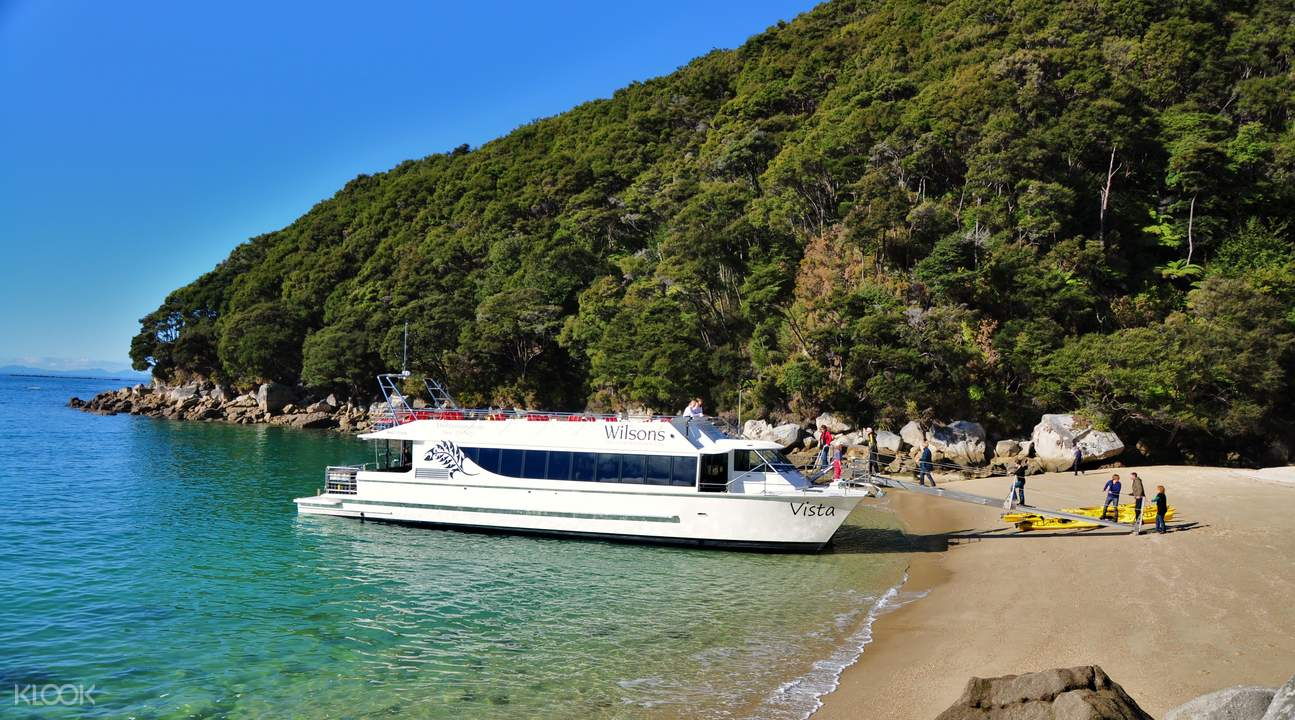 cruise to medlands beach from kaiteriteri