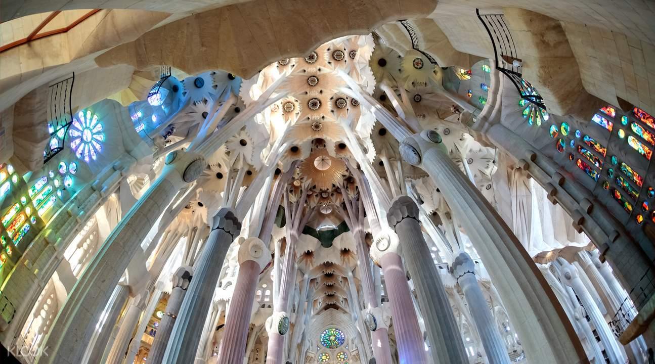 巴塞羅那聖家堂內景