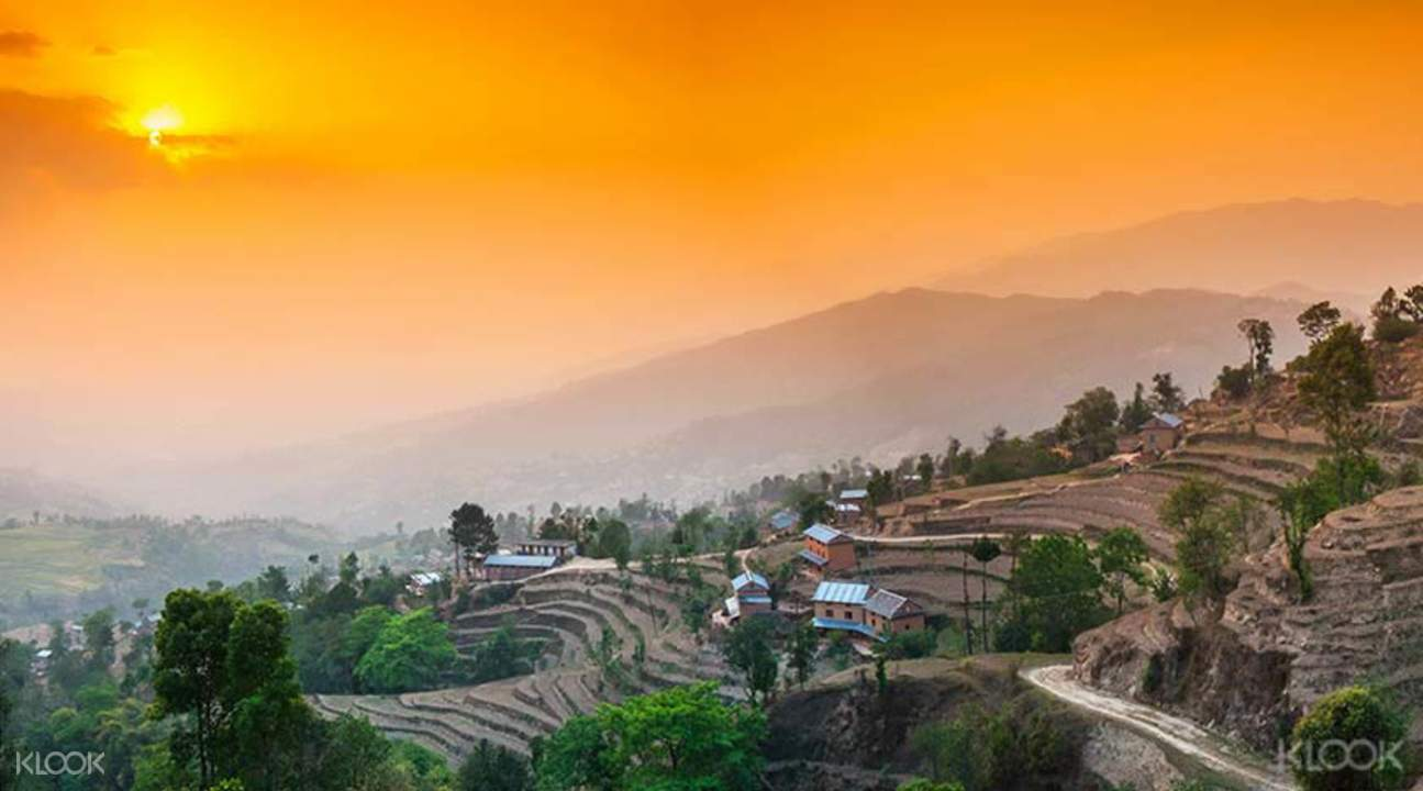 日出喜马拉雅山脉