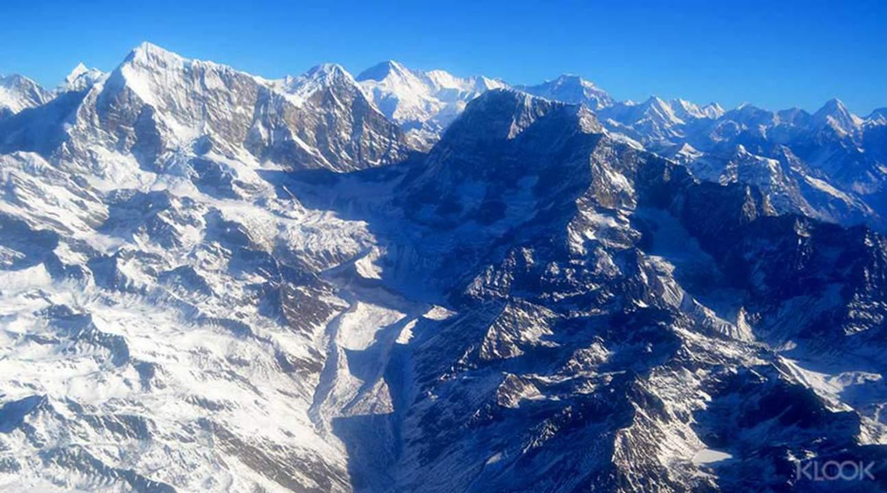 乘机飞跃珠穆朗玛峰