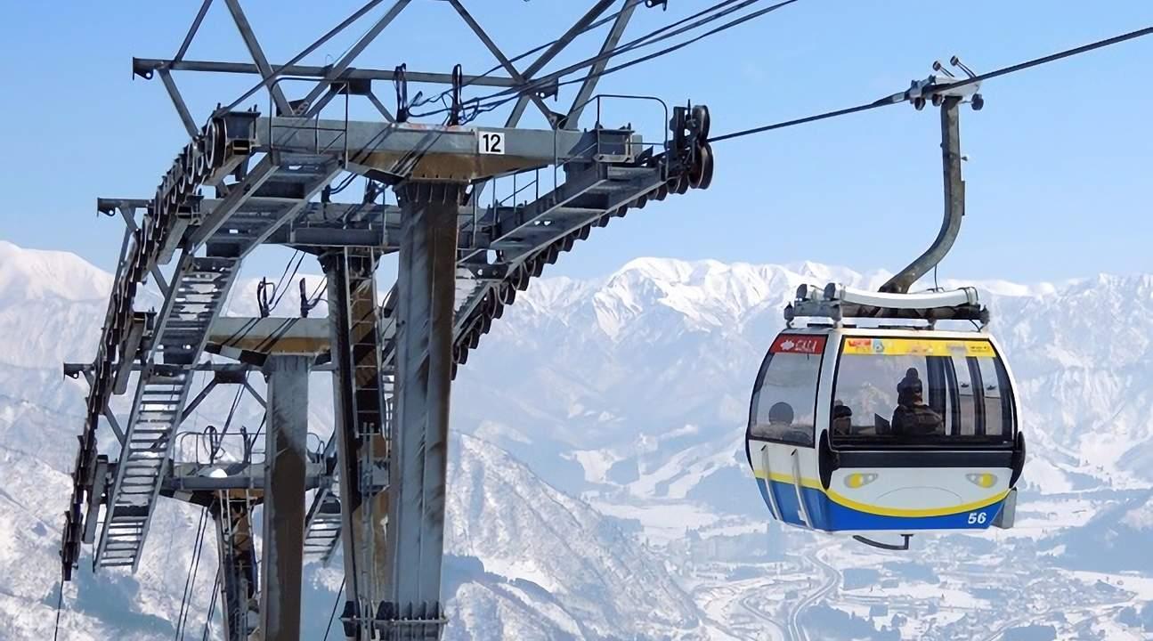 GALA汤泽滑雪场箱型小缆车