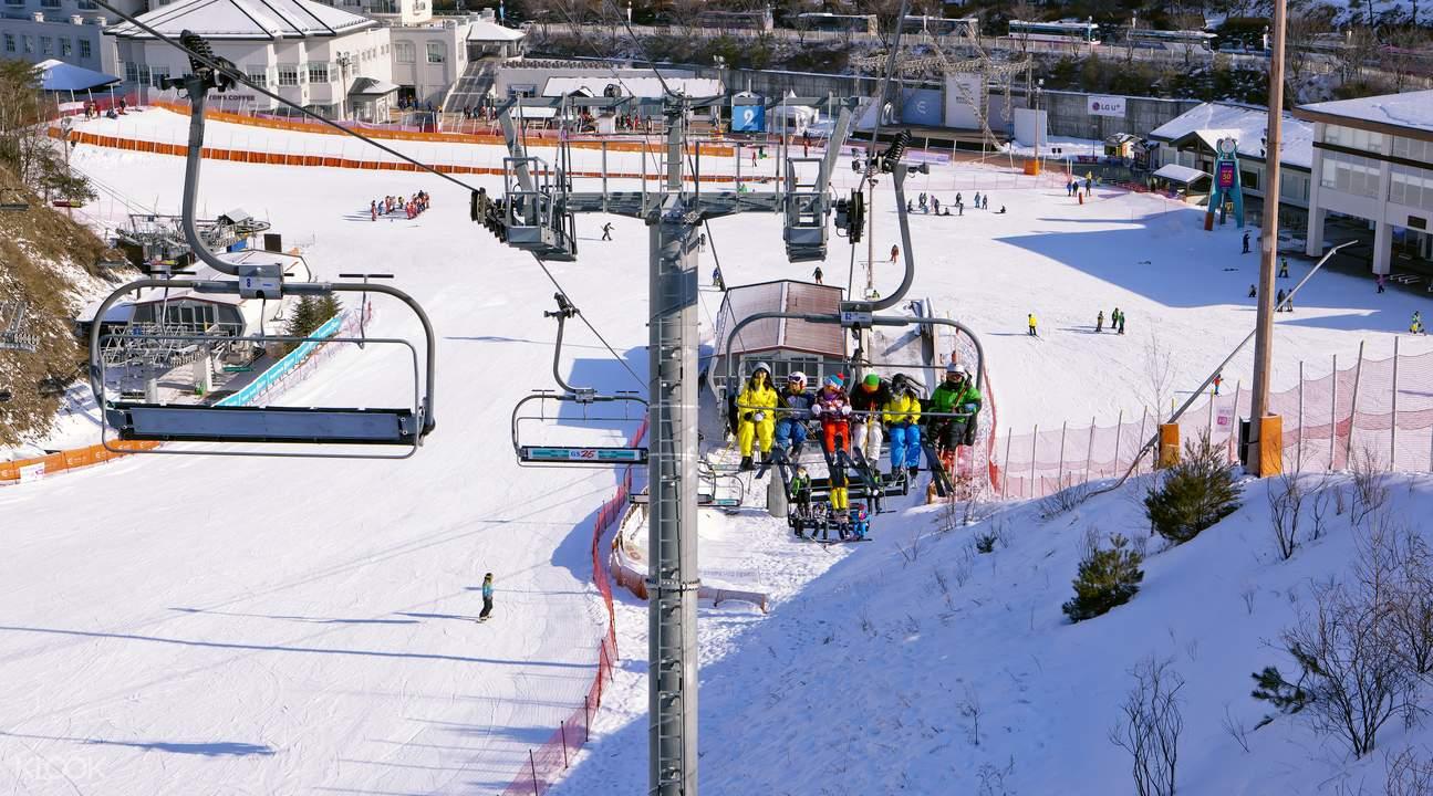 滑雪场缆车