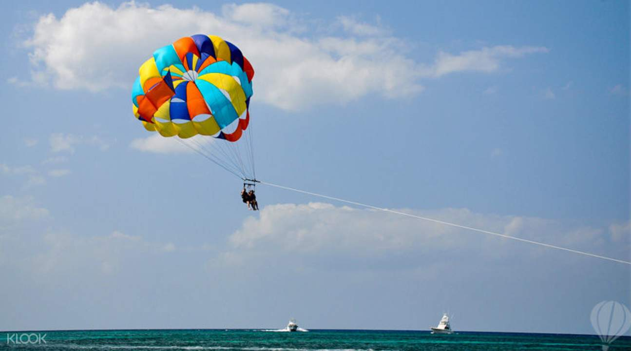 parasailing mauritius is a fun thing to do