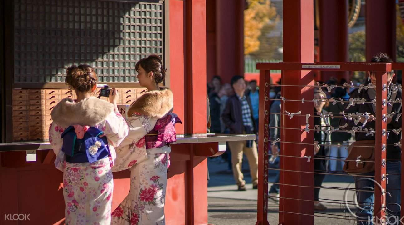 Kimono wearing tokyo tour in asakusa