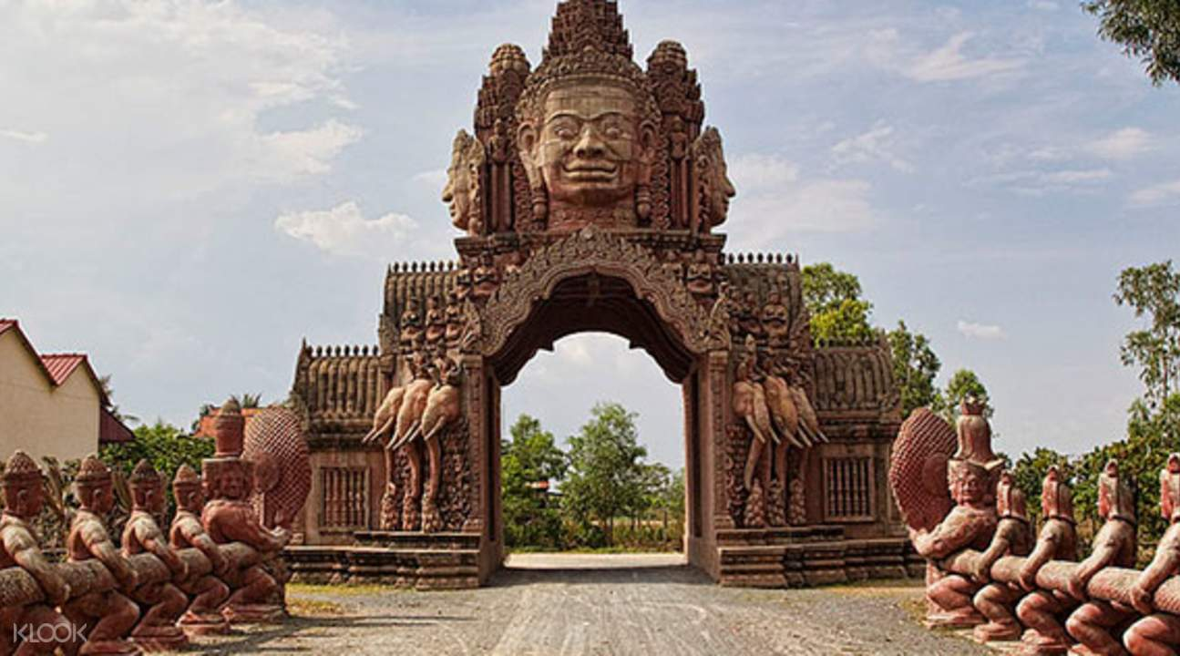 Cambodian Phnom Penh history and culture day trip