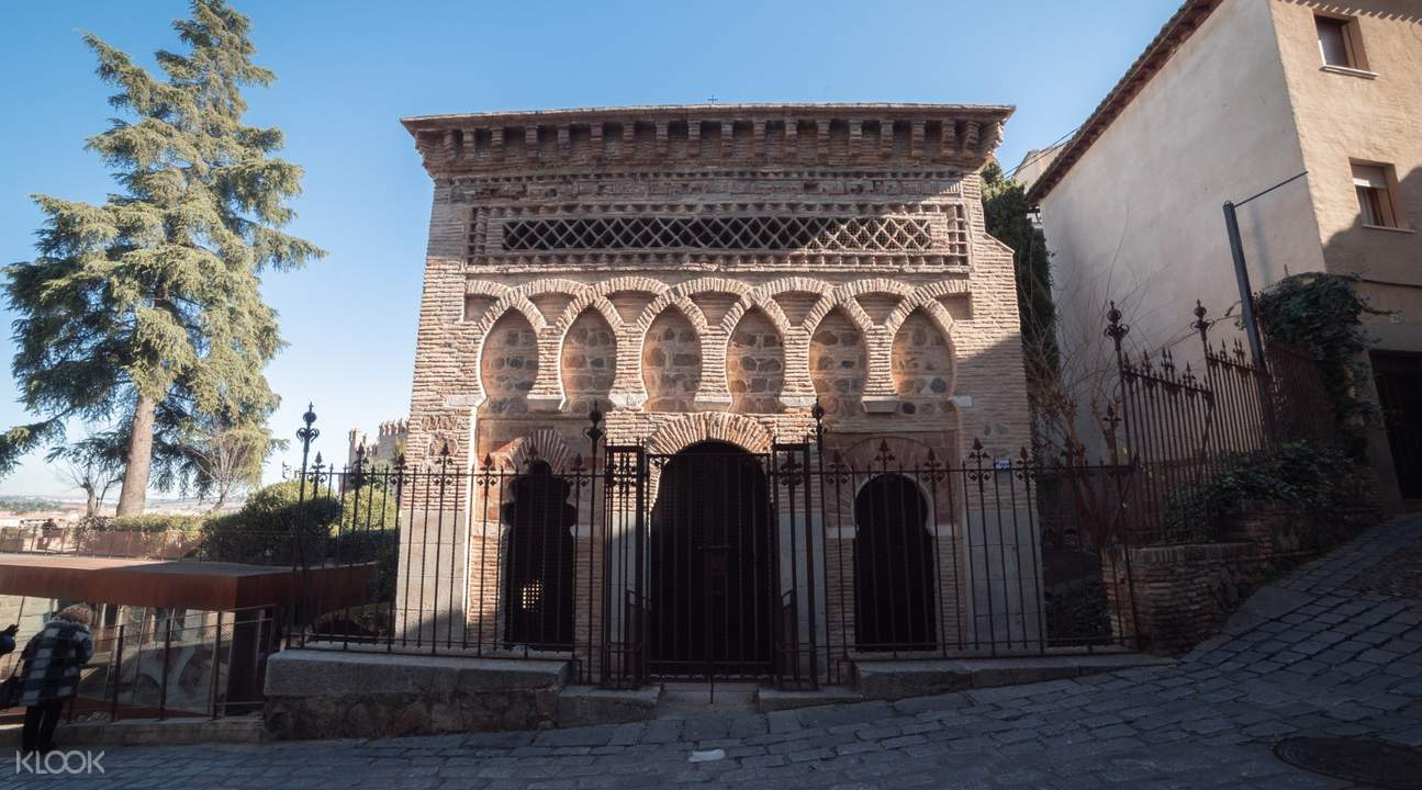outside palace in toledo