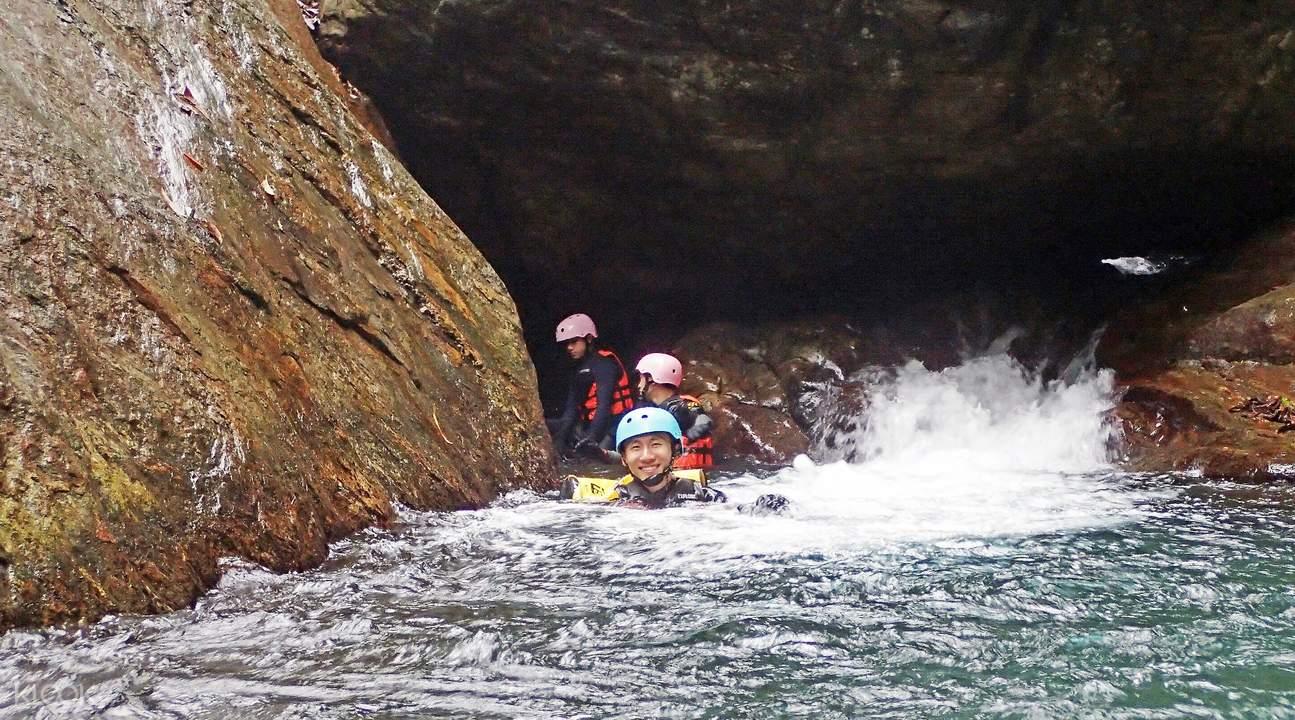 金岳瀑布溯溪体验