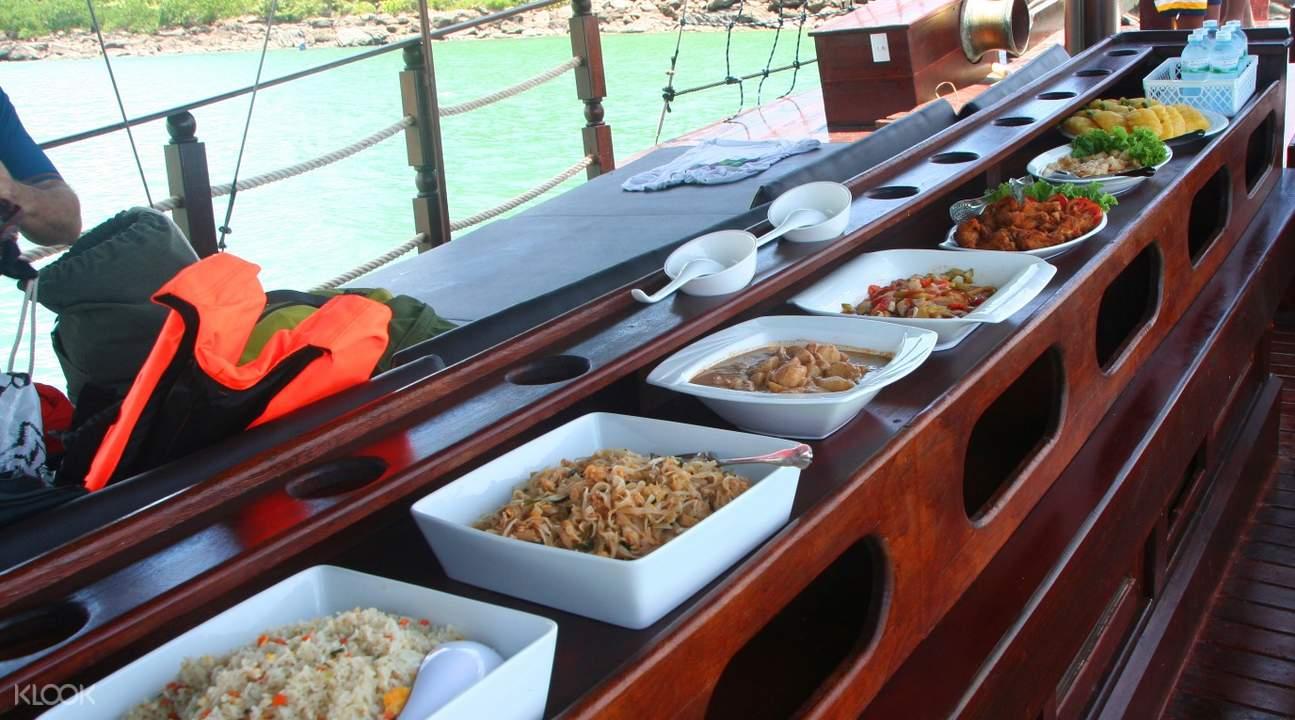 pelayaran makan malam ratee petra hua hin