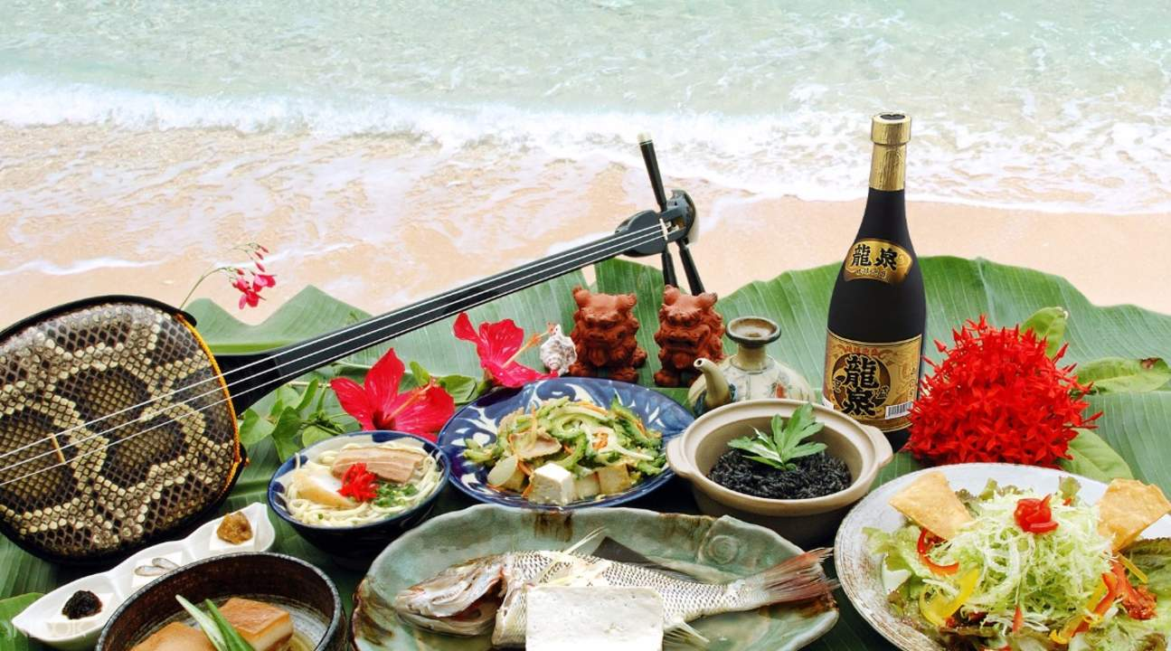 Okinawan Course Meal with Free Drinks and Shamisen Show