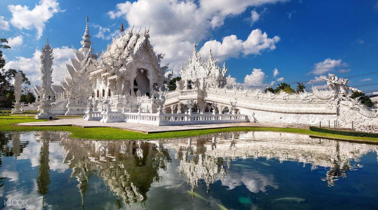 picture of white temple in chiang mai