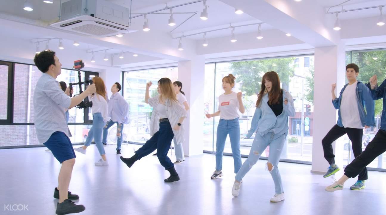 people taking the kpop dance class in fanxy studio