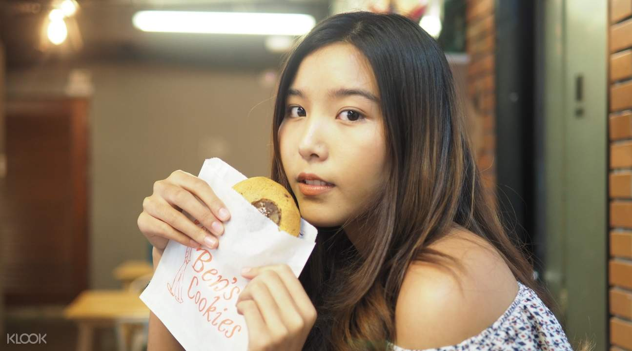 girl with peanut butter and chocolate cookie ben's cookies siam paragon bangkok