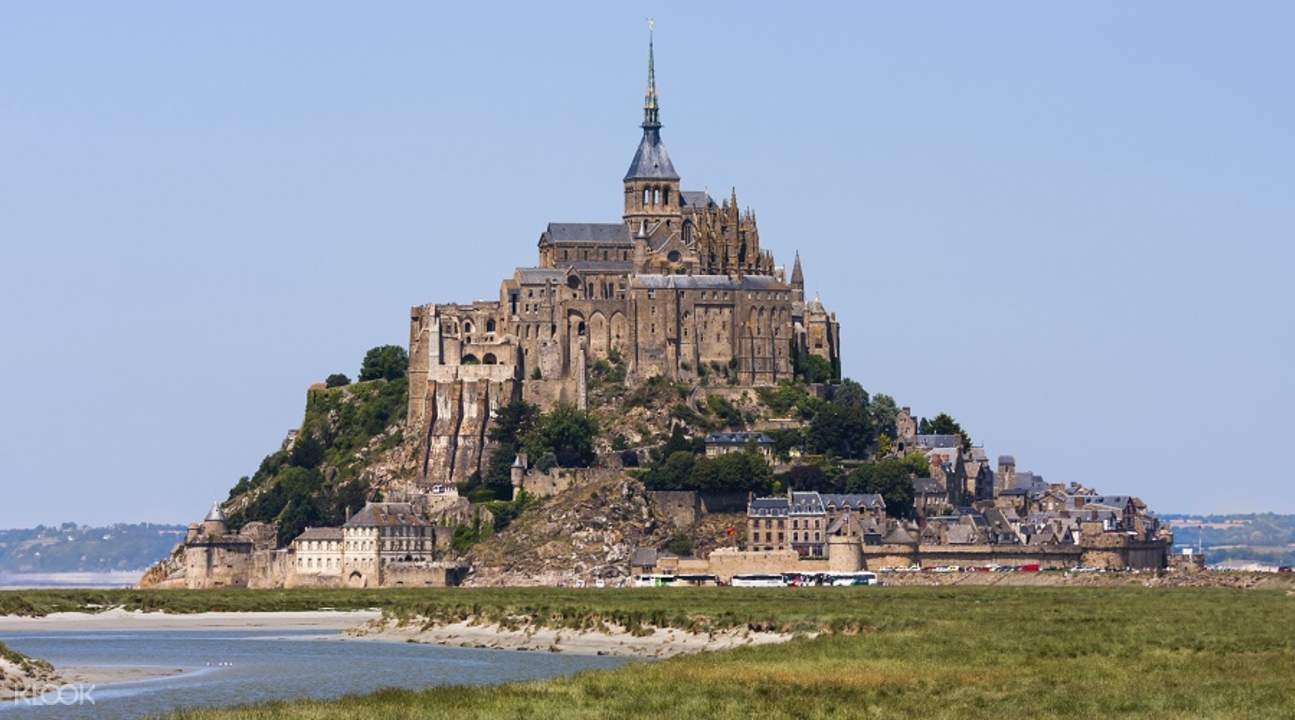 guided full day tour of mont saint michel from paris