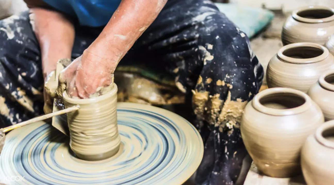 pottery wheel throwing class yingge