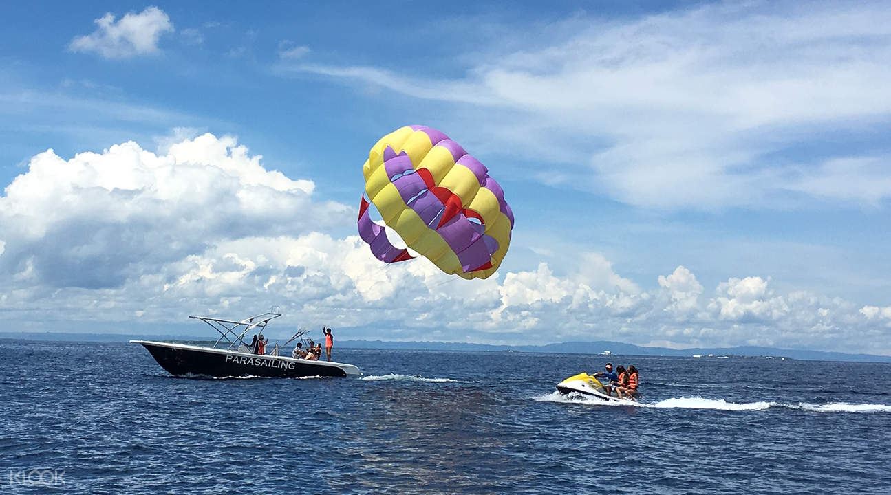 parasailing in Mactan