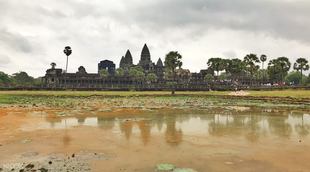 angkor wat sunrise angkor temples small circuit tour by tuk tuk siem reap cambodia