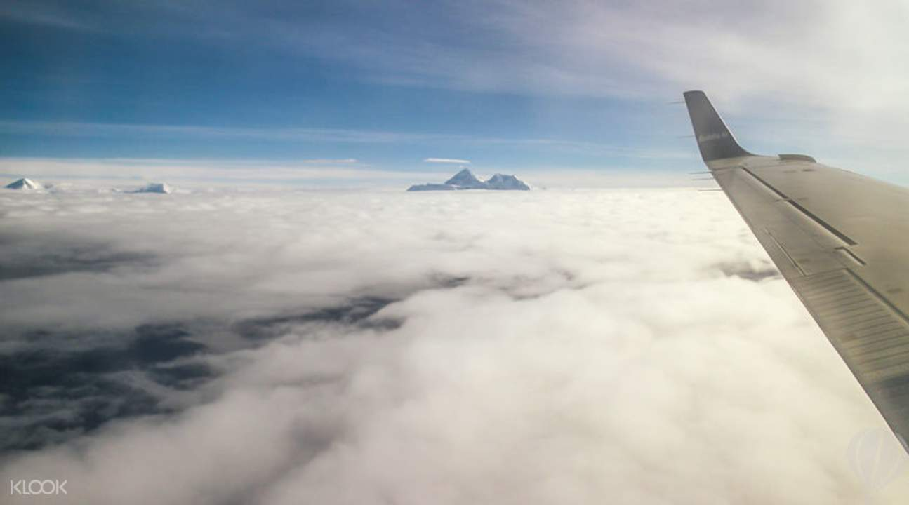 乘機飛躍珠穆朗瑪峰