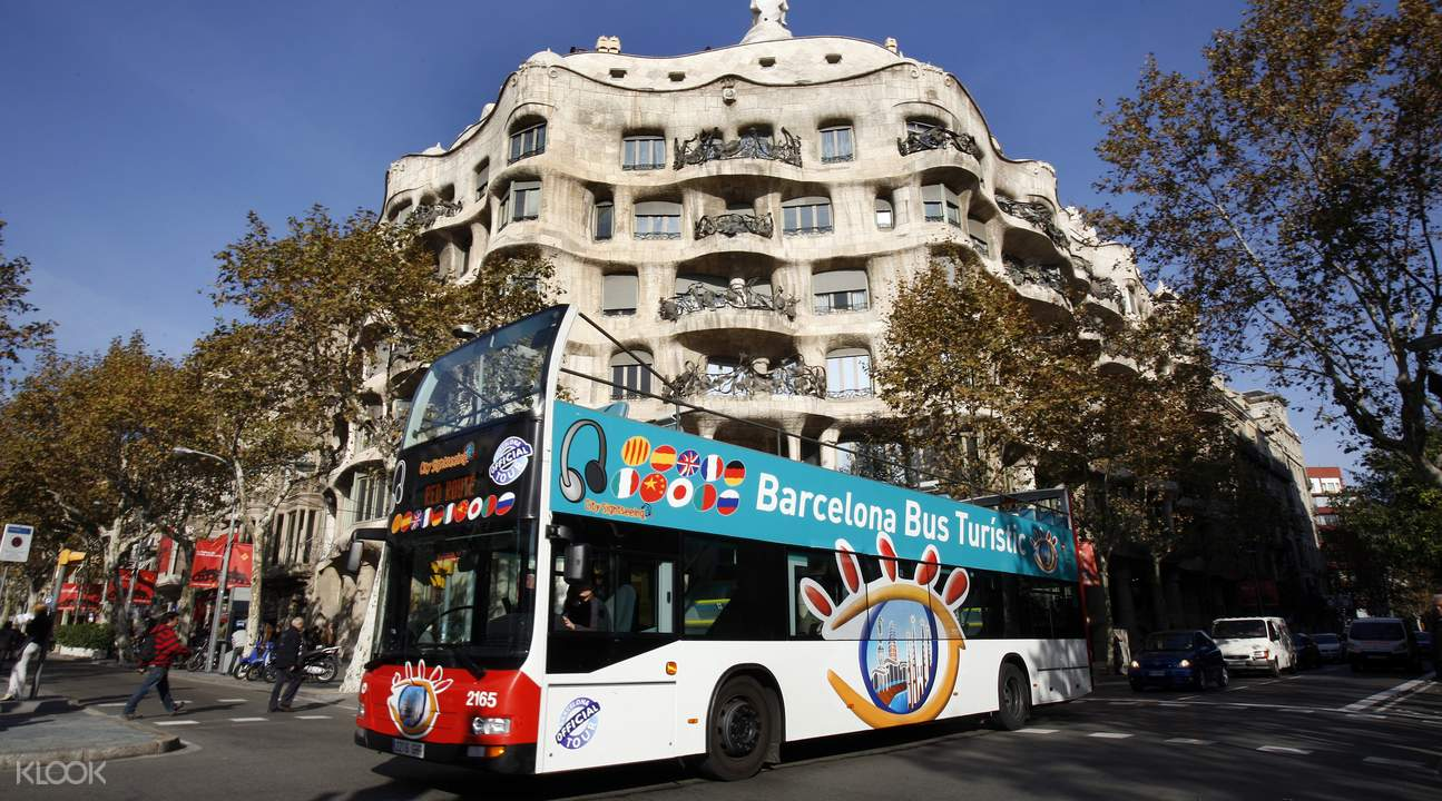 Barcelona hop on and off bus