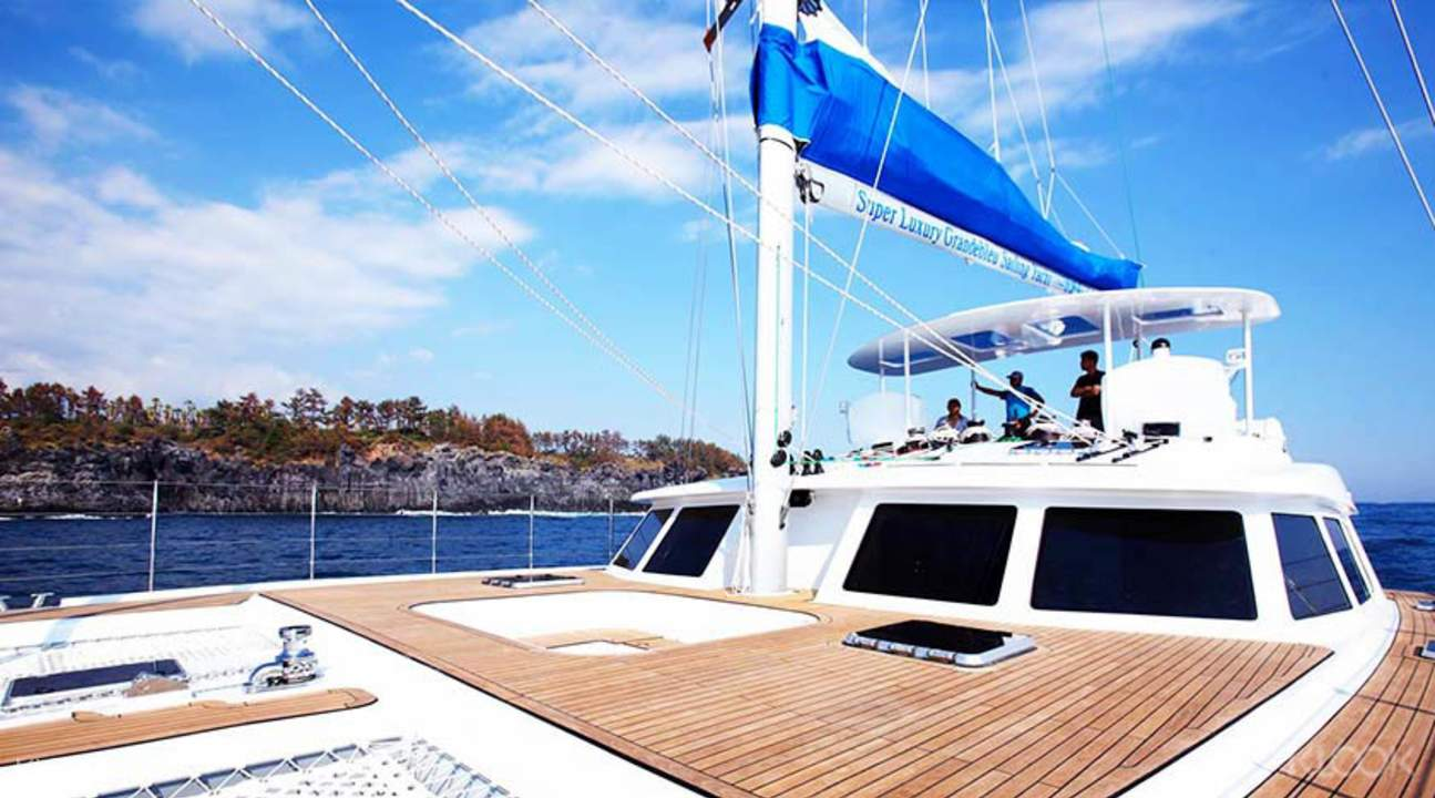 yacht charter singapore