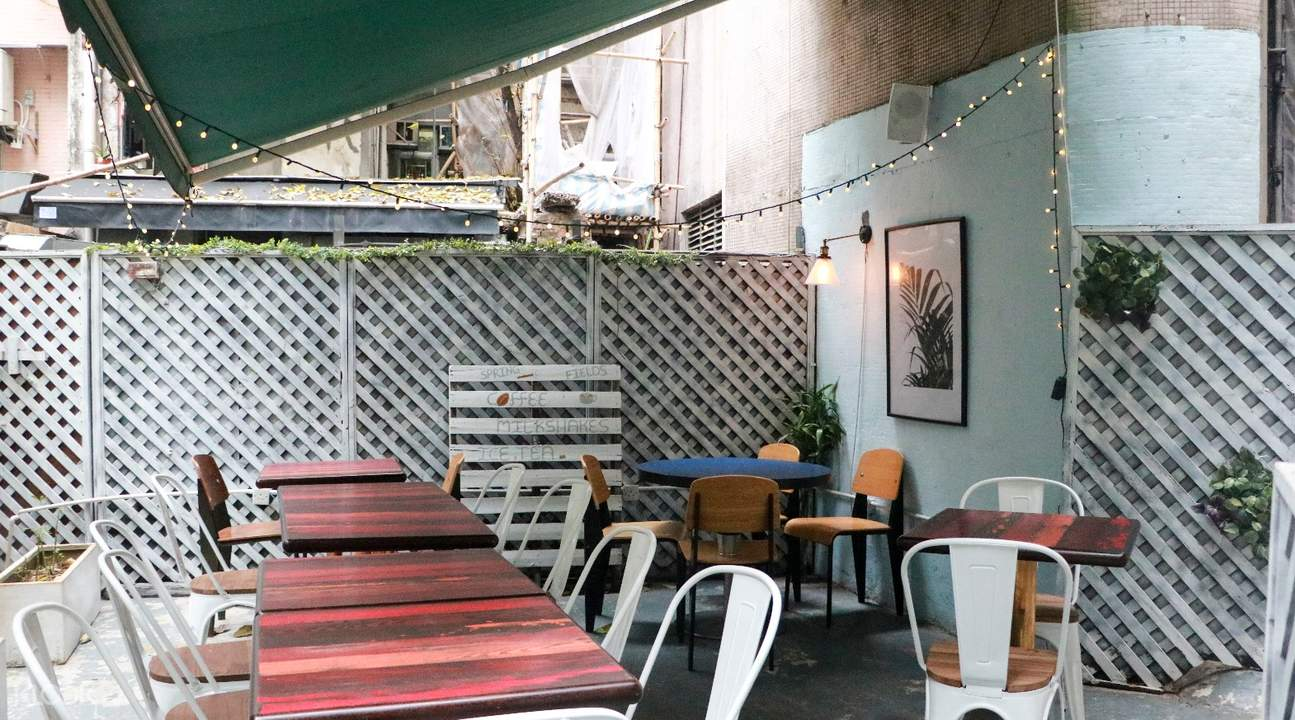outdoor seating springfields central hong kong