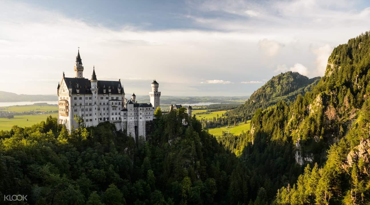 Neuschwanstein & Linderhof Royal Castle and Oberammergau Tour