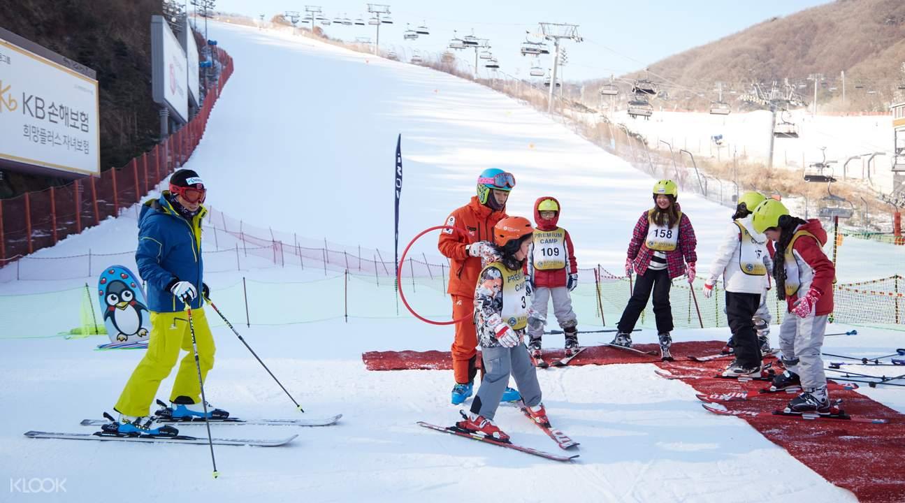 昆池岩滑雪度假村雪上活動& 愛寶樂園一日遊(Wondertrip)