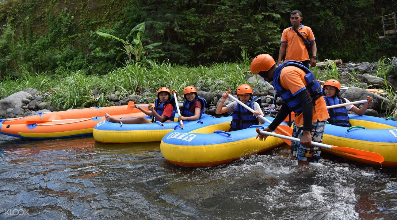 guides assisting guests before tubing down Tukad Unda river