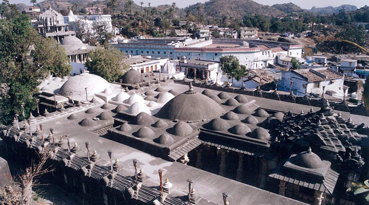 aerial shot of Dilwara temples