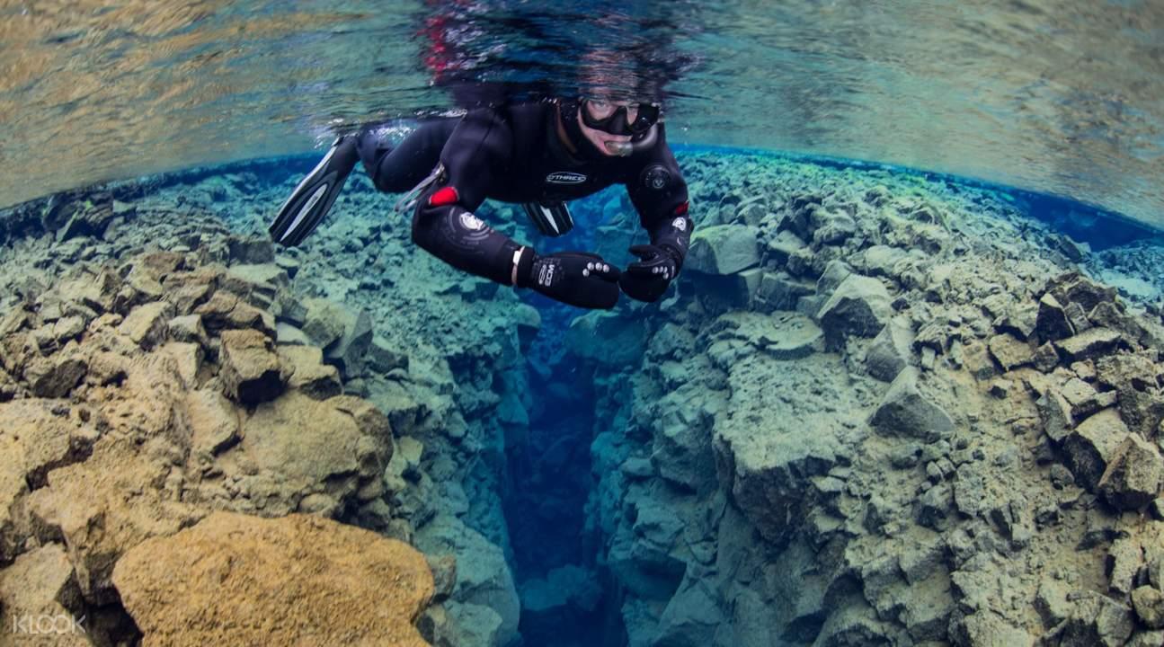 冰岛丝浮拉大裂缝浮潜体验