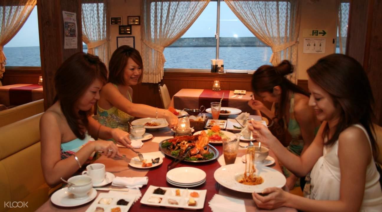 白鯨號遊輪晚餐