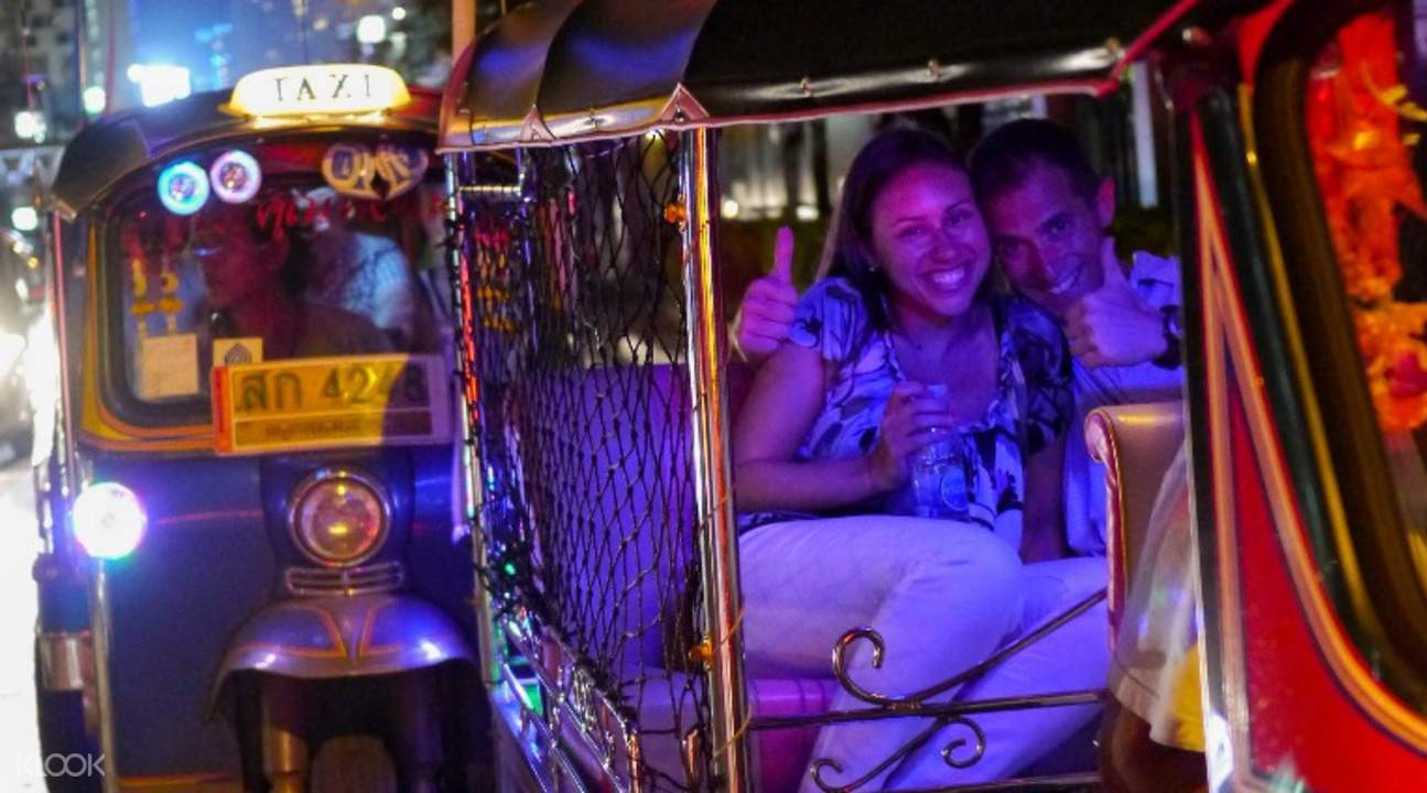 Wisata Kuliner Midnight Terbaik dengan Tuk Tuk di Bangkok, Thailand