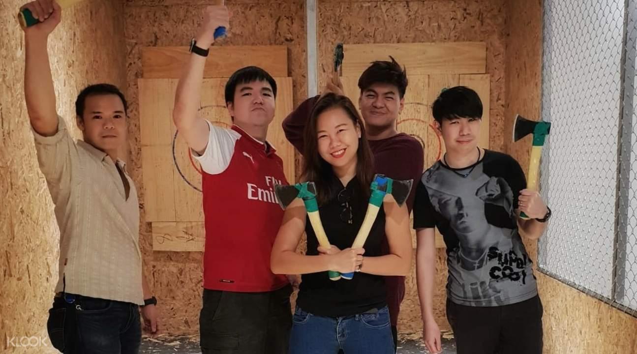 axe throwing experience in singapore, axe throwing in singapore, singapore axe throwing range, axe factor throwing range singapore