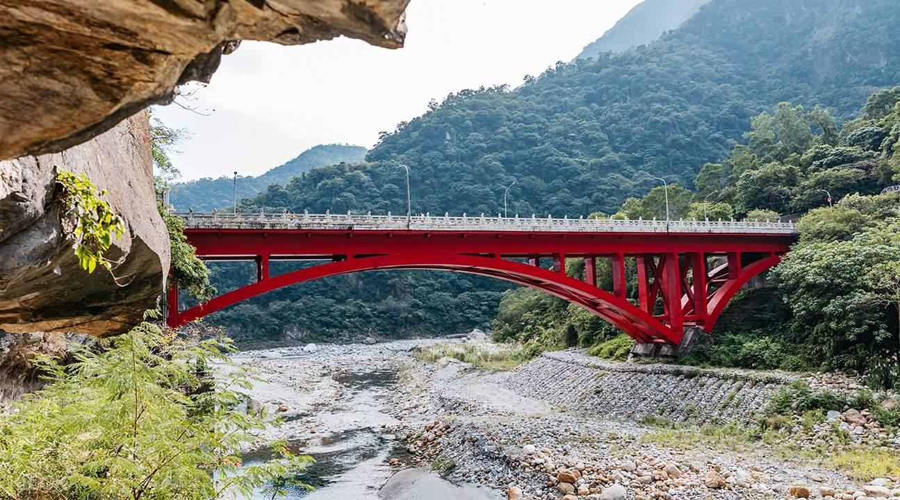 Shakadang Trail bridge